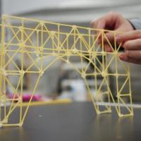 アーチ構造とトラス構造をあわせたパスタブリッジの制作